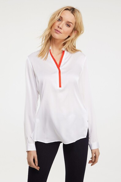 Semi-fitted blouse with contrast detail