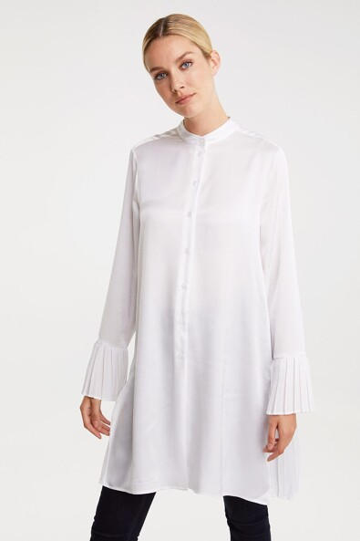 Long blouse with pleated back