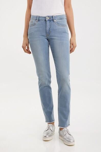 Vogue slim jean with raw edge